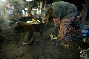 Bronze casting shake out prep